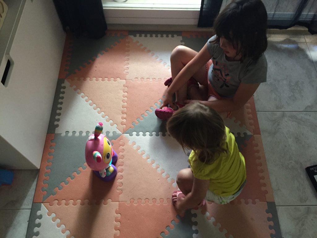 jugando con robita